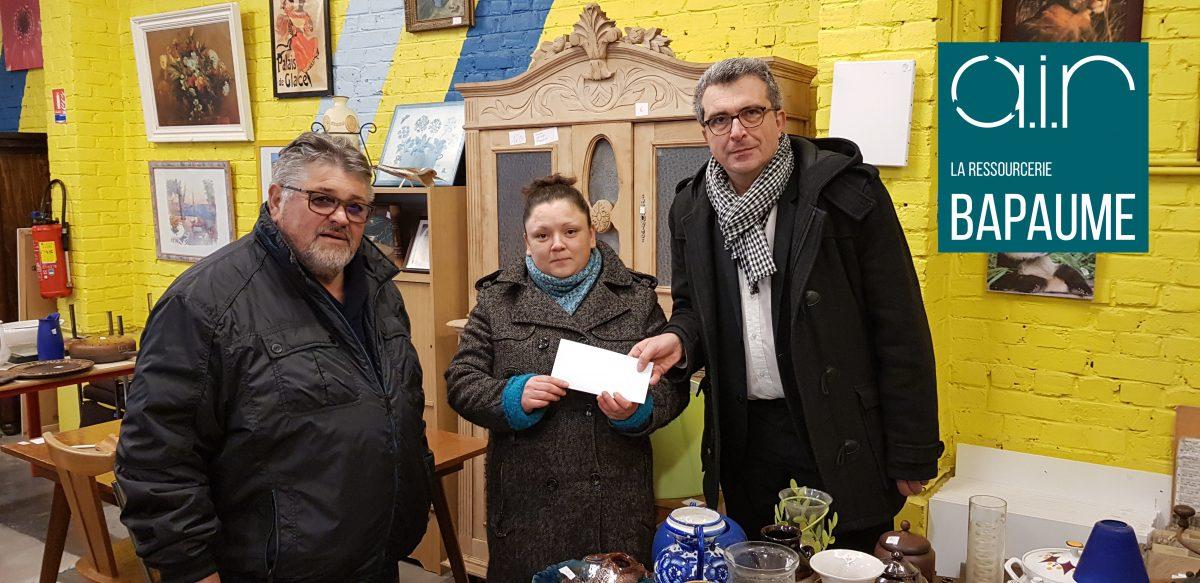 Madame Jessica OLEK entouré par Monsieur Jean CSIGAI et Monsieur Vincent BARALLE